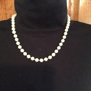 Jewelry - Faux Pearl Necklace